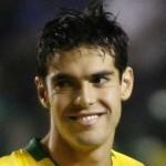 """""""Kakazetes"""", as fãs de Kaká, se juntam na Igreja Renascer para ver o amado na Copa"""