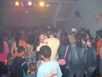 """Igreja Renascer faz """"Santa Segunda"""" em bar de rock e balada para paqueras e evangelismo"""