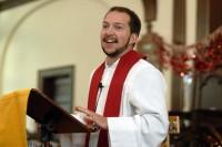 Mulher muda de sexo, vira pastor e assume a liderança de igreja evangélica