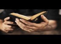 Adolescente cristão é punido pela escola por contar aos amigos que se converteu