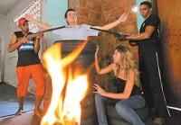 Rio de Janeiro terá peça de teatro onde Pedro é traficante, Maria lavadeira e Jesus é morto queimado em microondas