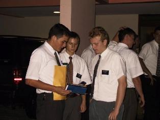 http://noticias.gospelmais.com.br/files/2011/04/missionarios-mormons.jpg