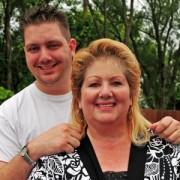 Mulher ganha 1 milhão de dólares na loteria após seu filho ateu fazer um desafio a Deus