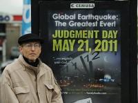 Mesmo depois de perderem tudo, fiéis ainda acreditam em Harold Camping e no fim do mundo em 21 de outubro