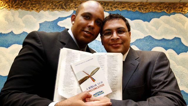 Casal de pastores gays é o primeiro do Rio a registrar a união estável