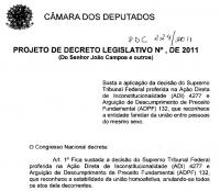 Deputados evangélicos e católicos protocolam PDL que susta reconhecimento da união gay no Brasil