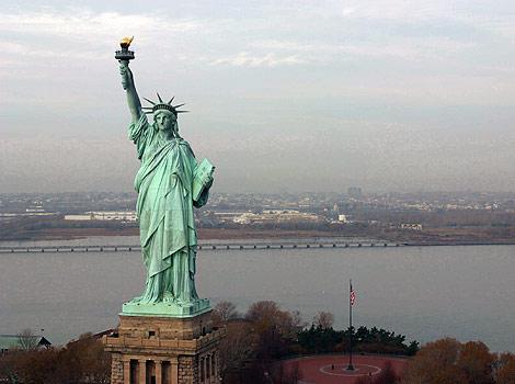 Após Deus mandar nadar até estátua da liberdade homem