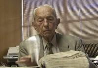 """Após derrame, Harold Camping é liberado do hospital para ver o """"fim do mundo"""" em casa"""