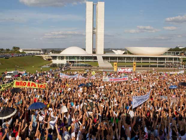 http://noticias.gospelmais.com.br/files/2011/06/manifestacao-contra-plc-122.jpg