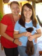 Jovem evangélica decide cortar o cabelo e doar para missionária