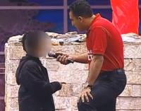 No púlpito, criança de 9 anos afirma que venderá todos os brinquedos para dar o dinheiro na Igreja Universal