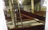 Homem descontrolado invade Igreja Universal, quebra objetos e assusta fiéis