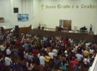 Adolescente afirma ter sido espancado com pistola por segurança dentro de Igreja Universal