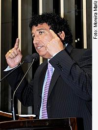 http://noticias.gospelmais.com.br/files/2011/07/magno-malta.jpg