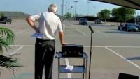 Igreja a céu aberto: Pastor abre drive-thru evangélico