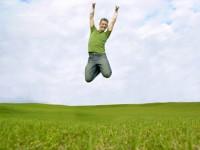 Pessoas de fé encontram felicidade em meio a dificuldade, revela pesquisa