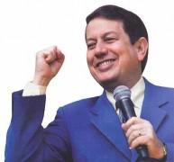 """Com baixa audiência, Missionário R. R. Soares diz em culto que """"ibope é coisa do capeta"""" e pode perder horário na Band"""