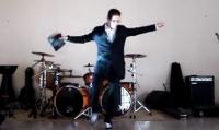 Evangélico faz paródia gospel de funk com palavrões e faz sucesso na internet. Assista