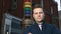 Evangélicos conservadores frequentam bar gay para melhorar diálogo com homossexuais