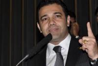 Pastor Marco Feliciano denuncia site UOL por disponibilizar pornografia gay grátis a qualquer um