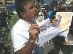http://noticias.gospelmais.com.br/files/2011/09/protesto-contra-cristianismo.jpg