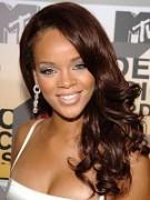 Famosa cantora secular Rihanna é expulsa de fazenda por cristão por querer gravar clipe nua