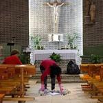 Homem abre fogo em igreja, mata grávida e se suicida