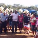 Missionário distribui cestas básicas no sertão de Pernambuco