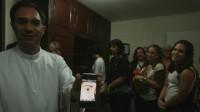 Fiéis da igreja católica no Rio de Janeiro enxergam lágrima em imagem de santa e acreditam que ela esteja viva