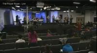Igreja completa 12 anos de louvores e orações sem parar