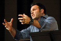 """Polêmico Pastor Mark Driscoll afirma em pregação que """"Deus odeia você"""""""