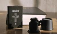 Em busca de recorde, editora romena lança a menor Bíblia do mundo, do tamanho de uma caixa de fósforos