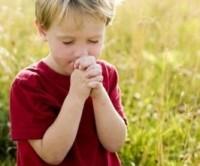 Especialistas destacam que estimular a fé em crianças é importante para a criação dos filhos