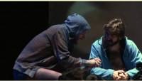 Autor de peça de teatro descreve Jesus como amante de prostitutas e terrorista e gera protestos de cristãos
