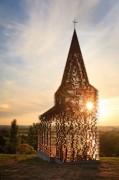 Dupla de arquitetos cria igreja com paredes transparentes