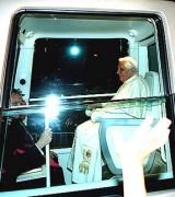 Cidadão vai a justiça contra Papa Bento XVI por ele não usar cinto de segurança no Papamóvel