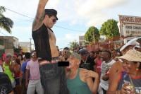 Parada Gay causa polêmica ao realizar simulação de sexo homossexual ao som de música gospel