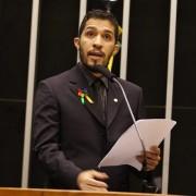 Deputado gay Jean Wyllys é contra a aprovação do texto atual da PLC 122