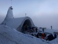 Alemães inauguram igreja feita totalmente de neve