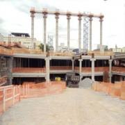 """""""Templo de Salomão"""" construído pela Universal tem as primeiras colunas assentadas"""