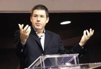 """Pastor Ed René Kivitz critica """"pastores feiticeiros"""" da Igreja Universal que prometem ungir canetas para fiéis passarem em concurso"""