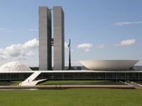 Jornal acusa políticos evangélicos de tentarem se impor sobre as leis brasileiras como acontece em países islâmicos