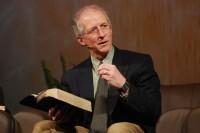 """Pastor John Piper ataca teologia da prosperidade e entretenimento nas igrejas: """"Pessoas precisam da grandeza de Deus"""""""
