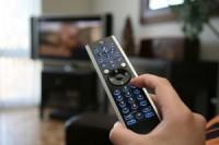 Igreja Universal estaria oferecendo o dobro a emissoras de TV para tirar programas da Mundial do ar, diz jornalista
