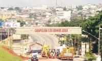 Inauguração de um portal com mensagem cristã na entrada de cidade causa polêmica entre moradores
