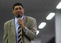 Valdemiro Santiago rebate acusações e insinua que bispo Edir Macedo possua conta em paraíso fiscal