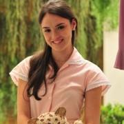 "Evangélica, a atriz Isabelle Drummond terá de usar roupas justas, curtas e decotadas na novela ""Cheias de Charme"""