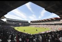Evento promovido pela Igreja Universal lota estádio de futebol na África do Sul