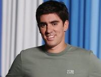 Humorista Marcelo Adnet comenta críticas recebidas de evangélicos por causa de suas imitações de pastores. Assista na íntegra