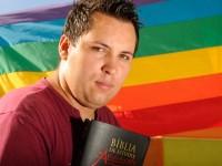 """Pastor homossexual Anderson Zambom afirma: """"é evidente que ser gay não é pecado"""""""